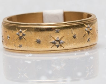18 ct solid gold wedding ring with engraved stars