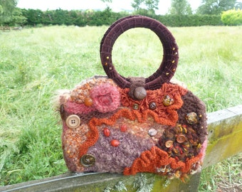 A 1980's vintage boho bag, pretty and practical. A real head turner.