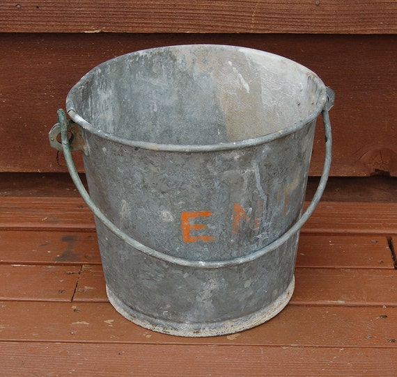 Heavy galvanized bucket vintage ent pail by pinespringscottage for Galvanized well bucket