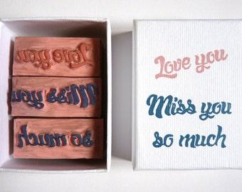 """coffret de 3 tampons """"Love you / Miss you so much"""", lettre d'amour,bois recyclé, scrapbooking, art postal"""