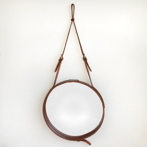 livraison gratuite rond en cuir suspendu miroir au mur par namnamu. Black Bedroom Furniture Sets. Home Design Ideas