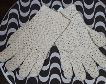 Vintage 40's 50's Ecru Short Wrist NEEDLE Hand CROCHET Lace Gloves Pearl Buttons Hand Made in ITALY