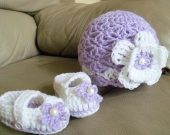 New Handmade Crochet Baby Girl Lilac Hat and Booties (0-3 month)