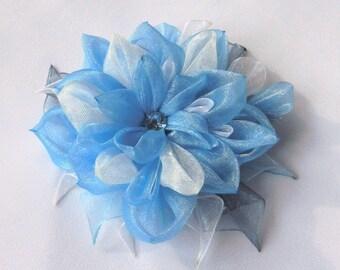 "Tsumami Kanzashi flower brooch - hairclip ""Gust of wind"""
