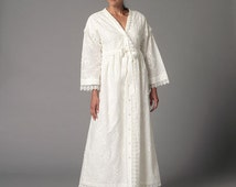 Out Of Print Misses' Robe and Nightgown Butterick Pattern B6152