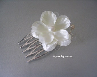 flower ivory comb bridal hairstyle