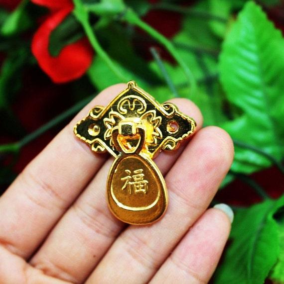 Pair of metal golden knobs pulls classical vintage bureau for Glass bureau knobs