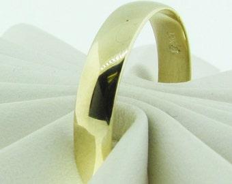Plain gold wedding band.