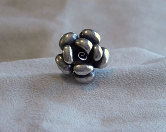 Stunning Sterling Silver Flower Ring - Size 7