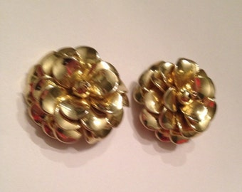 Vintage Gold Flower Flex Earrings Costume Jewelry