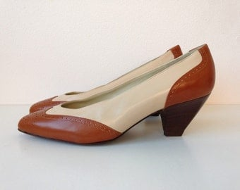 Vintage Spectators // Brown and Cream Leather // Size 6.5
