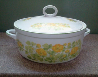 PRETTY Vintage COVERED DISH