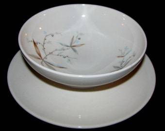 Syracuse FINESSE Gravy Boat with attached underplate
