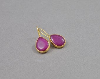 Magenta Drop Earrings. Gold earrings. Elegant Earrings. Drop Earrings. Magenta Earrings. Fashion Jewellery. Affordable. Birthday Gift