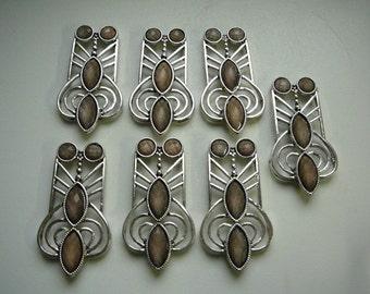 Art Nouveau gem discret