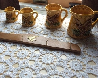 New old stock vintage ceramic measuring cups with hook rack Eagles Stars gold with labels