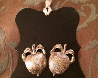Just Peachy Vintage Silver Sarah Coventry Clip On Earrings