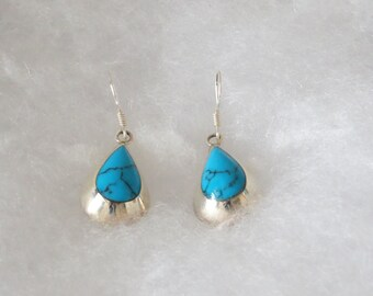 Really beautiful earrings, gentle and feminine. Made of 925 Sterling Silver and Turquoise stones