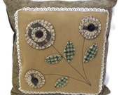 SALE penny rug wool applique cushion, folk art cushion, floral pillow, primitive wool accent cushion, throw scatter cushion 14.5 x 14.5