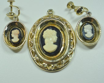 Cameo Pendant and Earring Set Cameo Demi Parure Black Cameo Goldtone Accents Screwback Dangle Earrings Vintage Jewelry