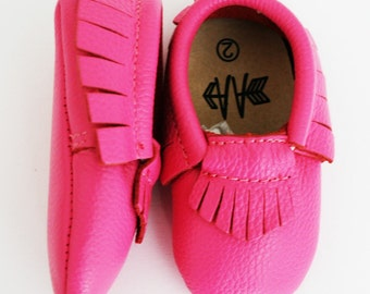 Brand New 100% Leather BRIGHT PINK Moccasins Baby Toddler Girls Shoes Soft Soles Moccs