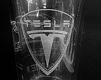 Tesla Roadster with Tesla Logo - Laser Etched Pint Glass