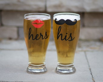 His and hers beer glasses (2) with lips and mustache. Pilsner, Just married, Couples gifts, wedding gift, Beer, Anniversary gift. Newlyweds