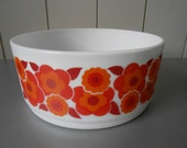 Vintage large ARCOPAL Lotus bowl. Made in France, 1970s