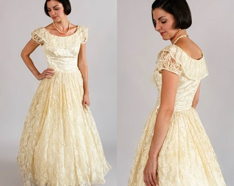 1940s Wedding Gown / Vintage Lace Wedding Dress