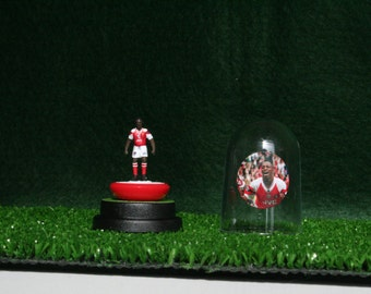 Ian Wright (Arsenal) - Hand-painted Subbuteo figure housed in plastic dome.