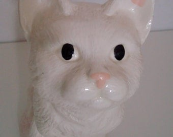 Gorgeous Vintage White Cat Figurine/Statue