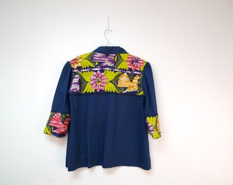 BIRDS IN PARADISE . vintage embroidered shirt . fits a large to extra large