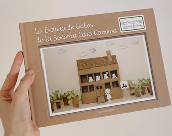 Picture Book -  Miss Cara Carmina School for Cats - Spanish - Dioramas