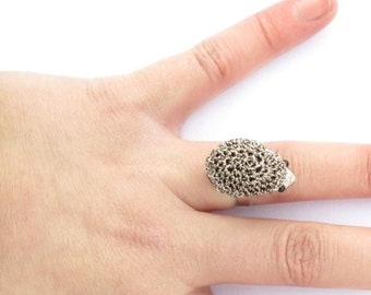 Hedgehog ring silver and grey, hedgehog jewelry, animal ring, animal jewelry, gift idea, adjustable ring, crochet hedgehog