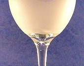 horse design  hand etched on an American made  20 oz. wine goblet glass.