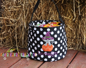 Personalized Halloween Candy Bucket with Kitty Witch Design / 4 Bucket Colors