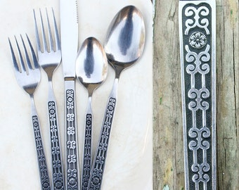Vintage Mid Century Stainless Flatware / One Place Setting / 5 Pieces