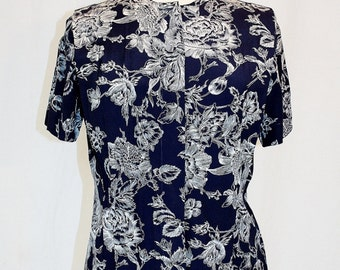 1990s Evan Picone Navy & White Blouse Top Peplum Size 8 Petite Vintage REtro 90s Short Sleeves Office Cottage Chic Floral Pleats Hipster