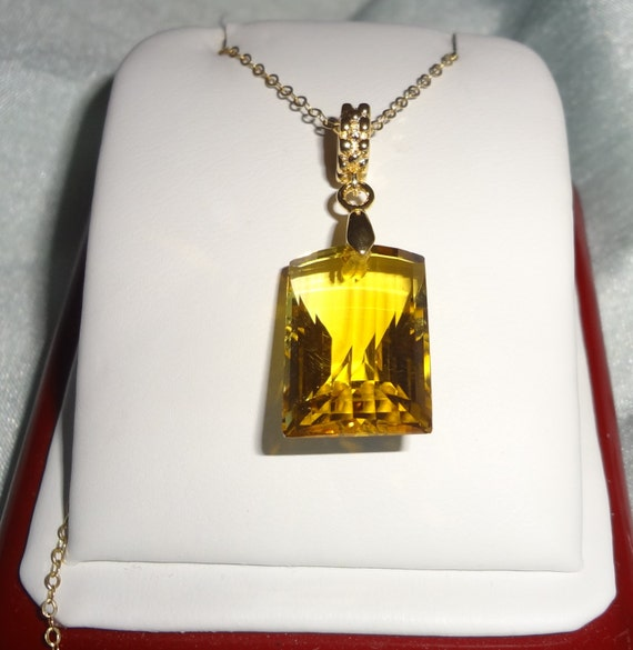 20ct Natural yellow citrine gemstone, 14kt yellow gold pendant and gold chain