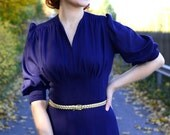 40s reproduction dress in purple rayon with flared skirt and puffed sleeves, size US 8