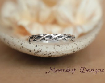 Silver Celtic Endless Knot Wedding Band - Unisex Narrow Celtic Pattern Band - Engravable Silver Bridal Band  - Silver Anniversary Promise