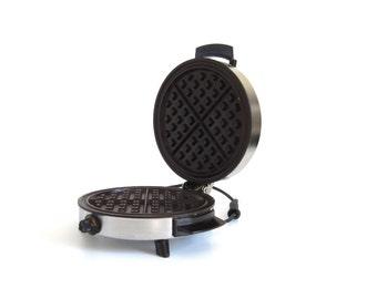 Toastmaster Waffle Baker W252C Round Waffle Iron Small Kitchen Appliances