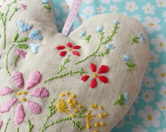 Embroidery Pattern, Valentines day, Instant Download - Heart of Flowers