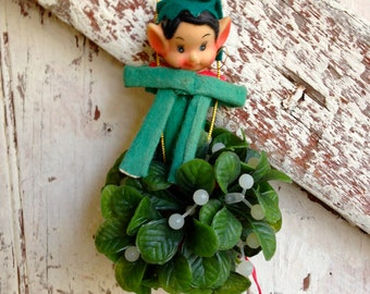 Elf with Mistletoe vintage Knee Hugger elf on greens
