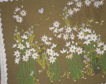 Crewelwork/DAISIES/GREEN BURLAP/White Crochet Frame