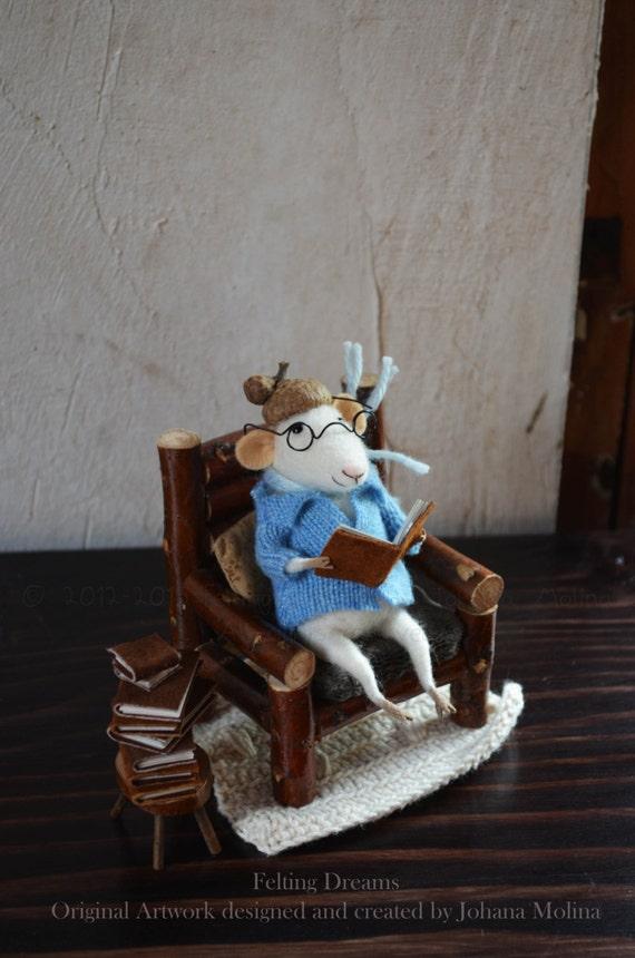 Little Reader Mouse  - Felting Dreams