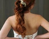 Peigne de mariée or. Pièce de cheveux de mariée perlée. Casque nuptiale {Julia}