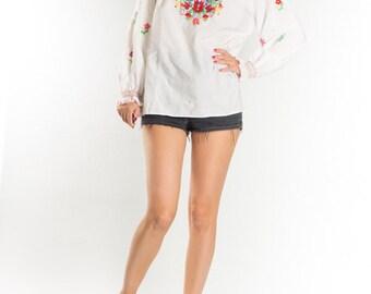 Vintage White Embroidered Flower Shirt Blouse / White Red Flower Boho Folk Festivals Shirt / Romantic Retro Top / Women's Size Medium