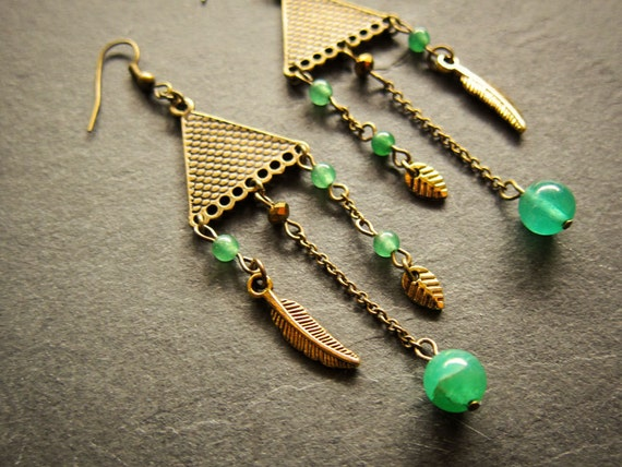 Earrings triangles Miss Kisling: green quartz, green agate, feather, leaf, triangle, antique finish
