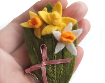 Daffodil Brooch, Flower Jewellery, Welsh Gift, St Davids Day Felt Brooch, Yellow Flowers Brooch, Easter Gift Idea, Mothers Day Gift